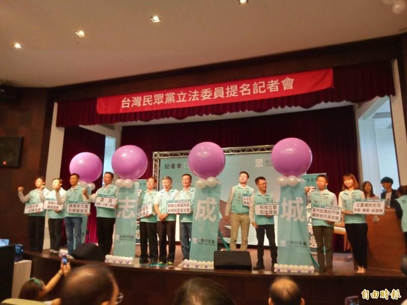台北市長、民眾黨主席柯文哲和立委參選人同台造勢。(記者葛祐豪攝)