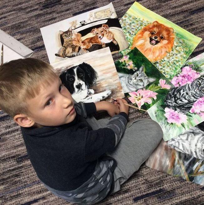 9歲男孩網路接案畫「毛小孩」 交換物資捐贈動物收容所
