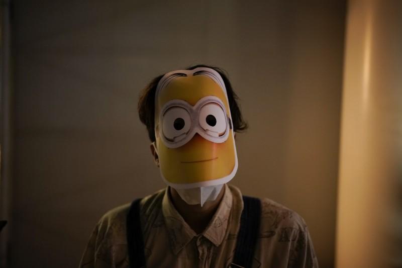 示威者戴上小小兵面具,該電影傳出因小小兵外型神似江澤民遭中國禁播。(美聯社)