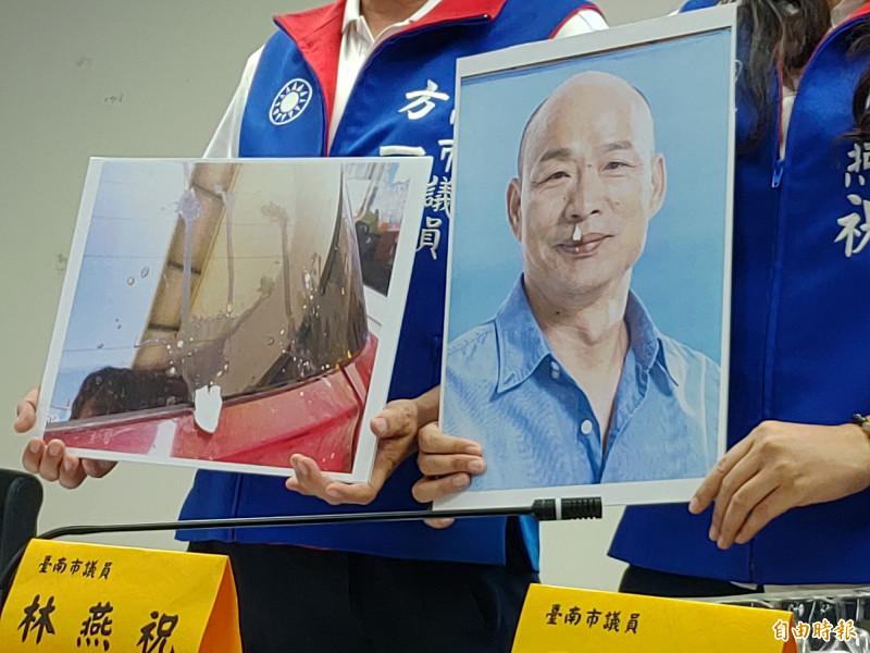 立委參選人、市議員林燕祝出示韓國瑜臉部被人用打火燒了一個洞指控,與韓國瑜豎。(記者蔡文居攝)
