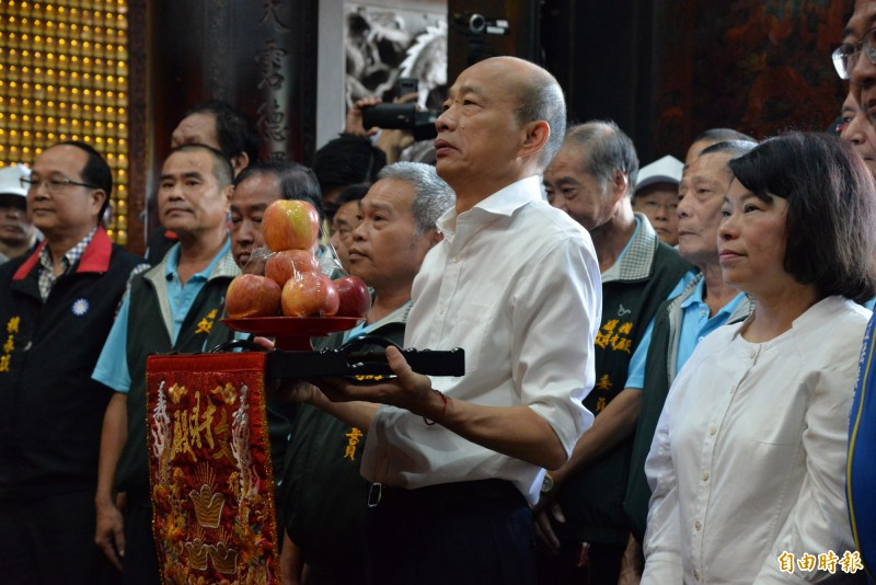 嘉義市文財廟是高雄市長韓國瑜下鄉之旅首次到訪的財神廟。(記者許麗娟攝)