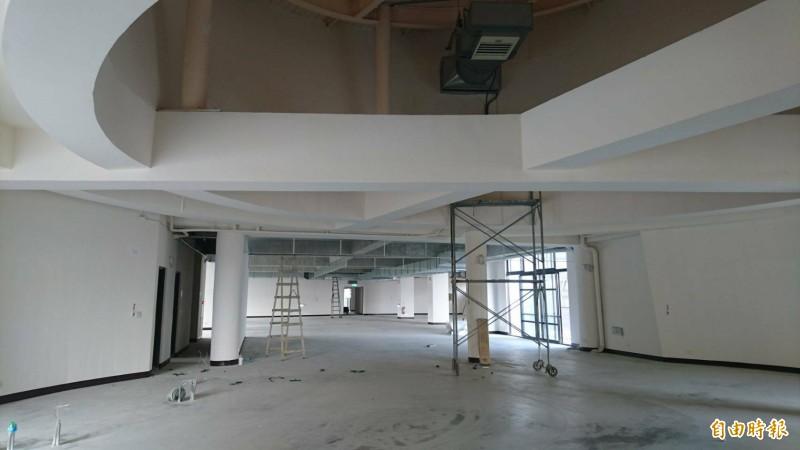 西拉雅官田遊客服務中心及處本部行政中心硬體工程完成,接下來將進行內部裝潢工程。(記者楊金城攝)
