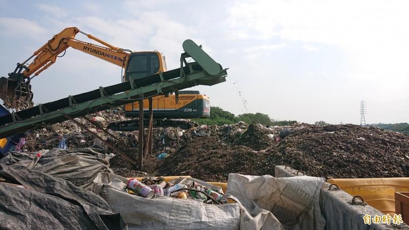 虎尾鎮立掩埋場堆置垃圾量逾2萬公噸。(記者廖淑玲攝)