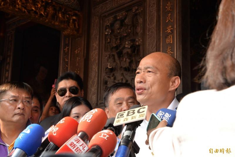 高雄市長韓國瑜受訪時對港人陳同佳案發表看法。(記者許麗娟攝)