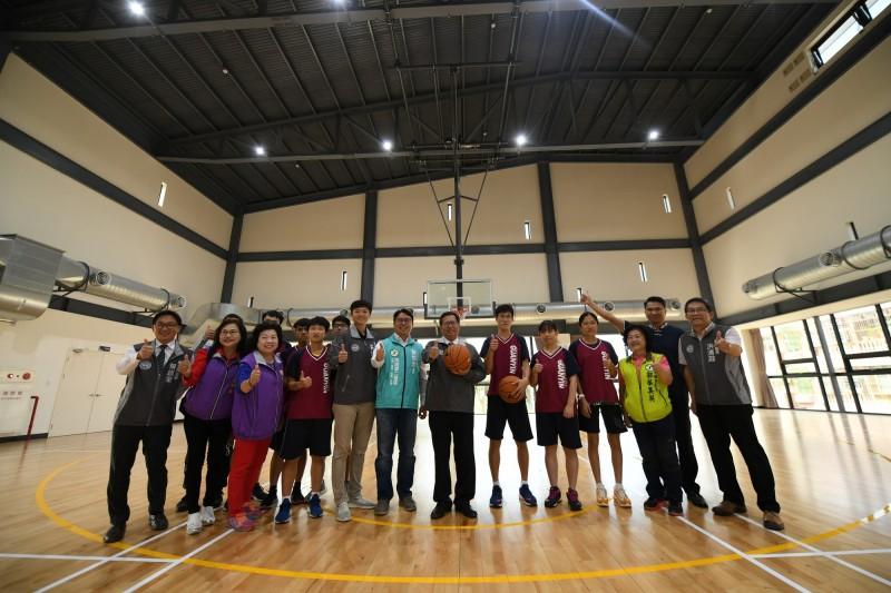 室內綜合球場規劃4座羽球場、1座全場籃球場及地板運動的綜合運動場地。(記者陳恩惠翻攝)