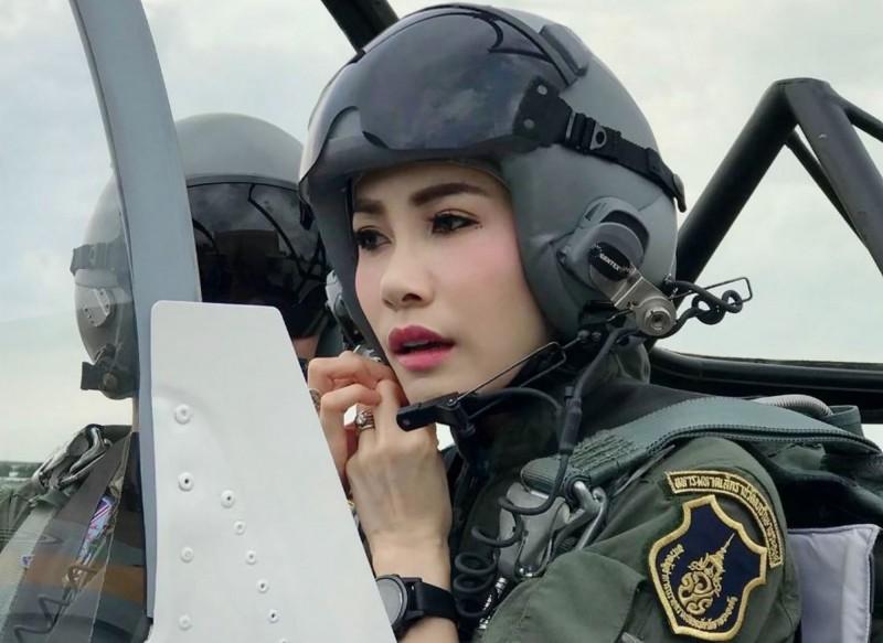 泰國王妃席妮娜才受冊封不久,泰國王室突然發布聲明,宣告撤除她的王室頭銜與軍銜。(資料照,法新社)