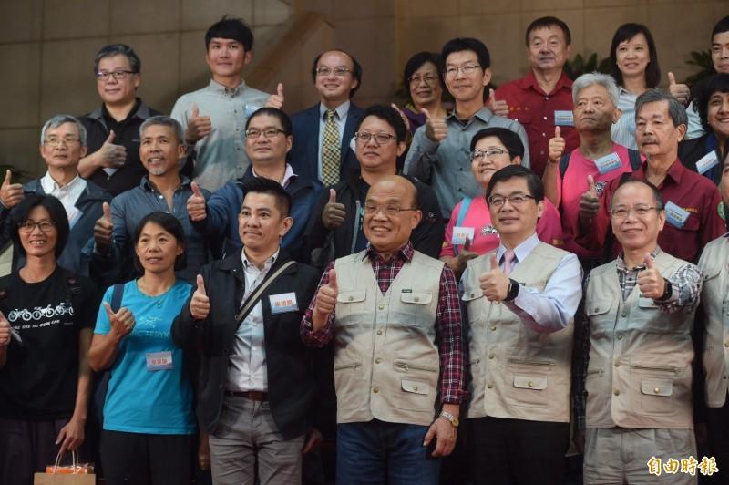 蘇貞昌上午在行政院召開記者會,宣布開放山林政策,會後接受媒體訪問,回應陳同佳案。(記者簡榮豐攝)