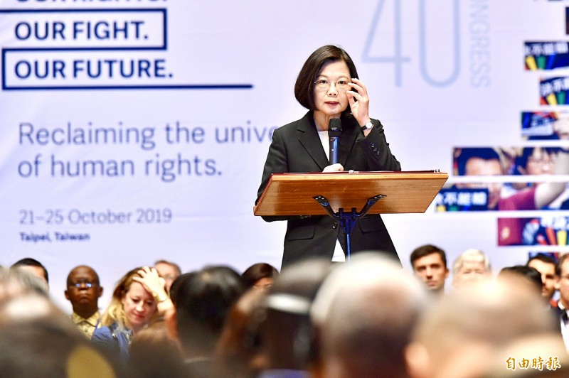 President Tsai Ing-wen delivers a speech yesterday at the opening ceremony of the 40th International Federation for Human Rights congress in Taipei.   Photo: Tu Chien-jung, Taipei Times