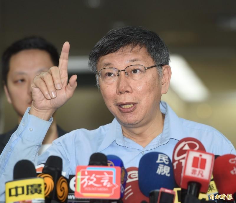 中國上海市台辦主任李文輝預計今與台北市長柯文哲會面,柯文哲表示,他只是跟對方say hello,歡迎來台灣旅遊,「還有就是錢要花完才可以回去」。(記者方賓照攝)