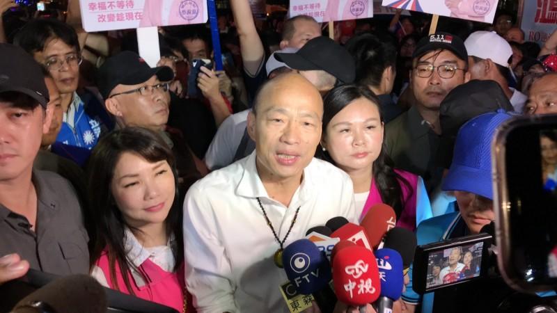 韓國瑜稱全台多數媒體都在監督他,林濁水指稱「志在監督固然有,但志在善盡提供娛樂節目的恐怕不會更少」。(資料照)