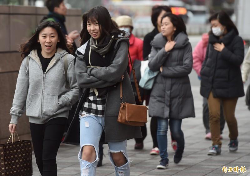 氣象局指出,台灣至10月底會持續受東北風影響,迎風面降雨機率略大。(資料照)