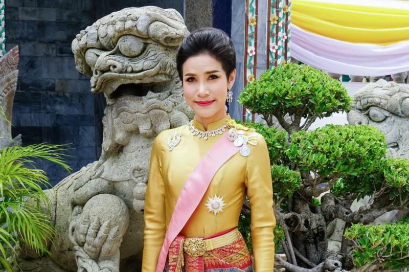 泰國《王室公報》(Royal Gazette)宣布,泰王瓦吉拉隆功(Maha Vajiralongkorn)的官方王室配偶已被剝奪了所有封號頭銜。(法新社)