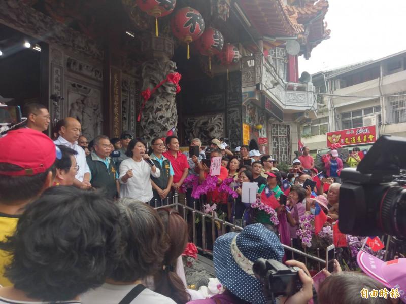 國民黨總統參選人韓國瑜今天上午10時20分抵達嘉義市文財殿參拜。(記者王善嬿攝)