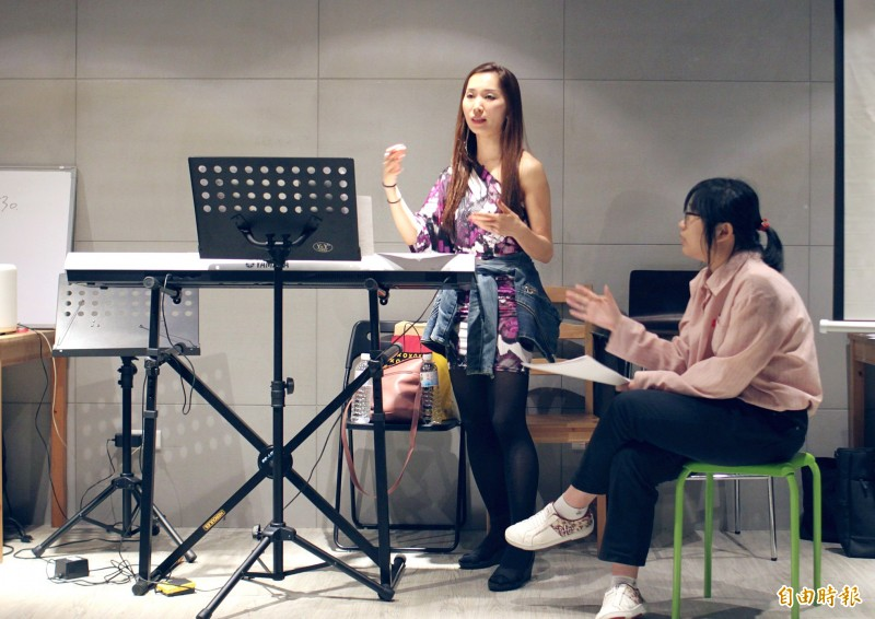 Middle schoolers follow instructions from their South Korean dance teacher on Aug. 7 at Alfa Star Academy.  Photo: Davina Tham, Taipei Times