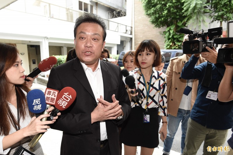 民進黨立委蘇震清21日出席主持立法院財政委員會前,接受媒體訪問。(記者叢昌瑾攝)