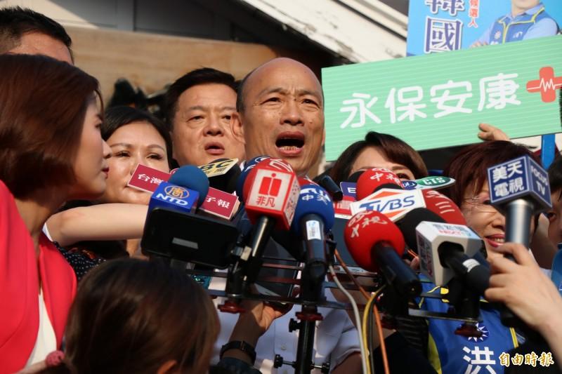 國民黨總統參選人韓國瑜18日會見美國在台協會(AIT)主席莫健後,下午突宣布取消訪美行程,原因是選舉行程太滿,時間壓力大。(資料照)