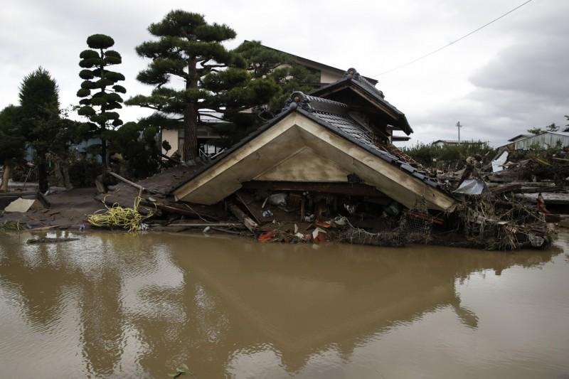 浣熊颱風朝東日本前進,先前曾被哈吉貝颱風侵襲的重災區可能再度淹水。(美聯社)