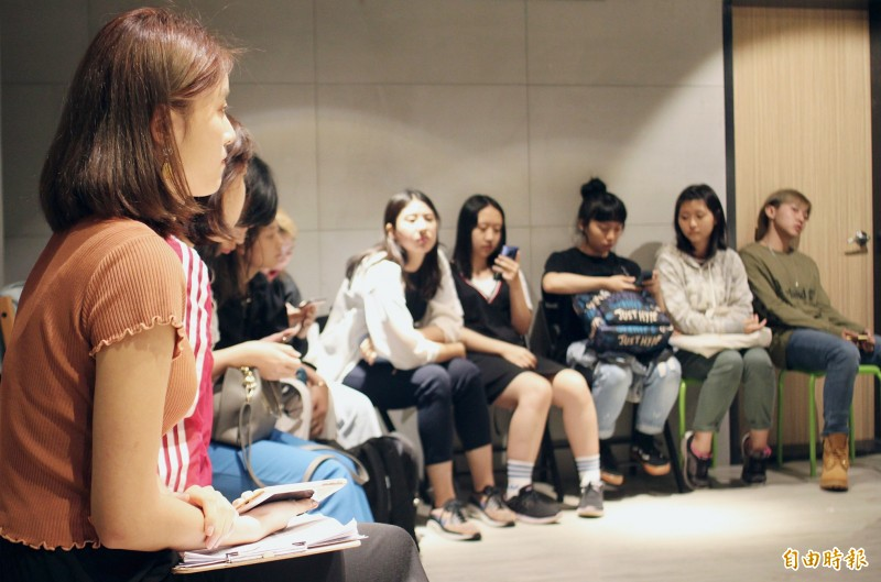 Aspiring idols gather in Taipei on Aug. 24 for a K-pop singing and acting class organized by Dr Korea.  Photo: Davina Tham, Taipei Times