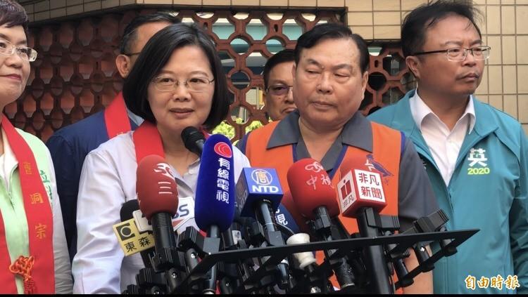 香港有線新聞派記者來台,對蔡英文接連提問陳同佳案,蔡總統不疾不徐一一回應。(記者顏宏駿攝)