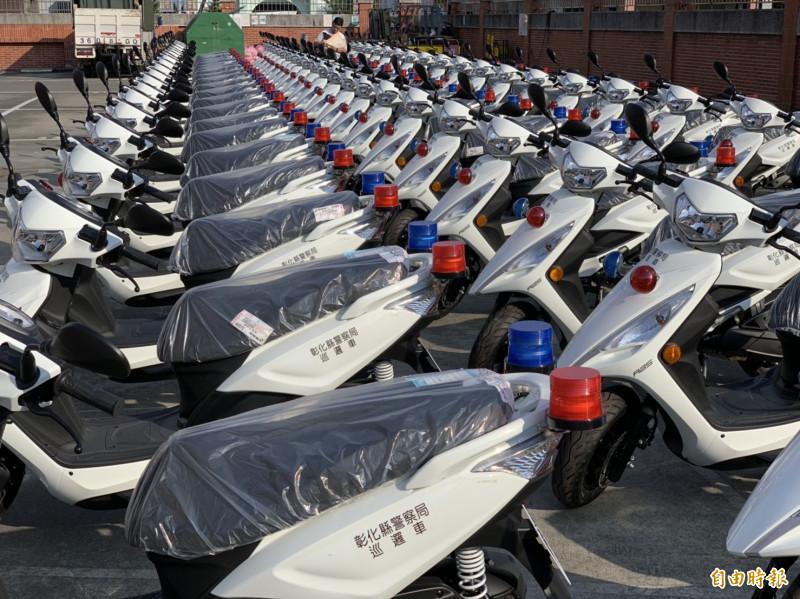 縣警局嶄新警用機車123輛,一字排開相當壯觀。(記者湯世名攝)