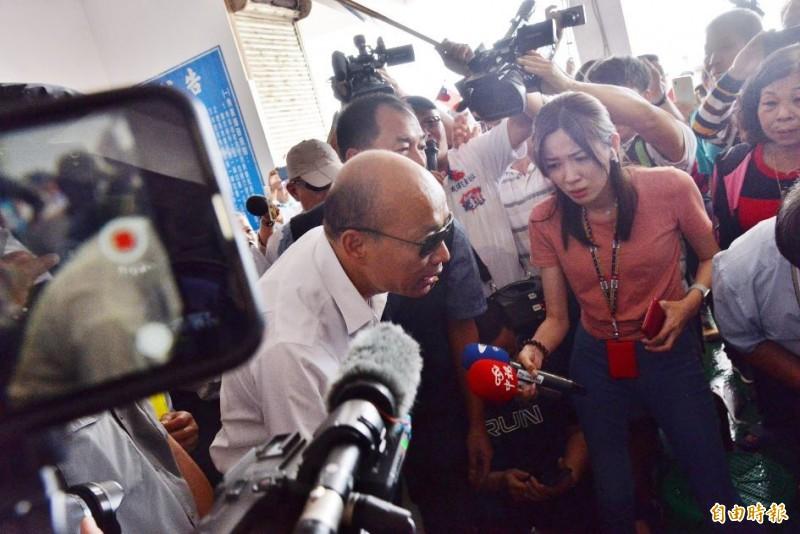 韓國瑜(見圖)22日行程來到嘉義東石漁港,也吸引不少死忠韓粉到場聲援。(記者許麗娟攝)
