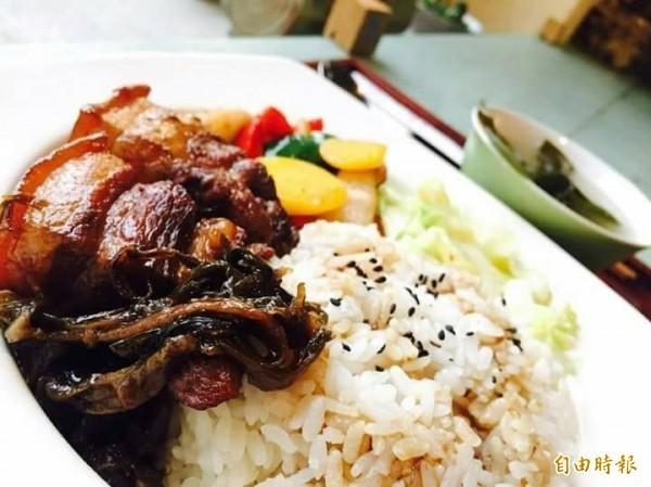 中國一名45歲的男子對紅燒肉情有獨鍾,也因此造成體重飆升,還患有高血壓和高血脂,但胡男不聽醫生勸告調整飲食,最終因腦梗塞不幸過世。圖為紅燒肉示意圖。(資料照)