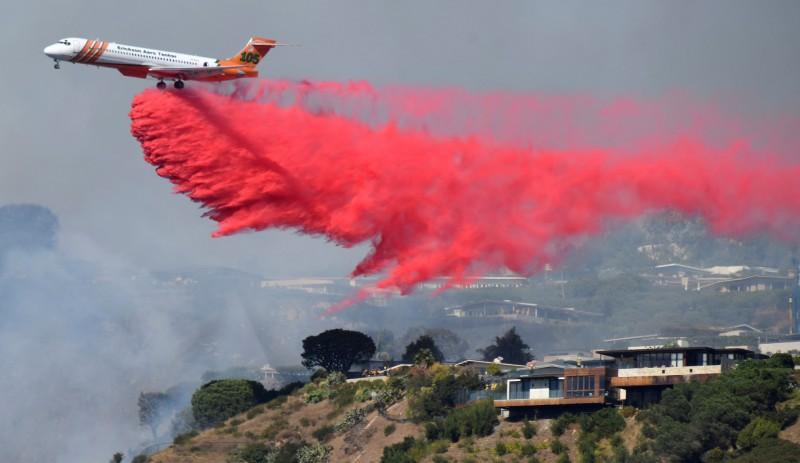 加州野火恐延燒富人區 億元豪宅岌岌可危