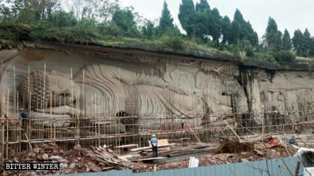 世上最長石雕「臥佛像」慘遭毒手。(擷取自《寒冬》)