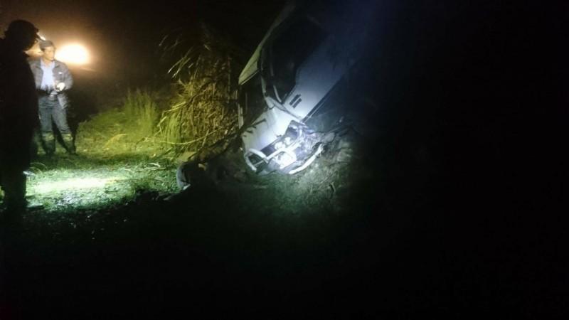 花蓮47歲馮姓登山接駁車駕駛18日在萬榮林道36K彎道的碎石下坡路,不明原因車輛滑落邊坡6米,人被拋出車外身亡,昨晚有網友貼文懷疑「事件不單純」,還有山友爆料「前一週馮男曾遭恐嚇」。花蓮警方今天表示,原本檢方相驗後也認定是意外,但因網友有相關質疑,檢警決定重啟調查,遺體也將進行解剖。(資料照)