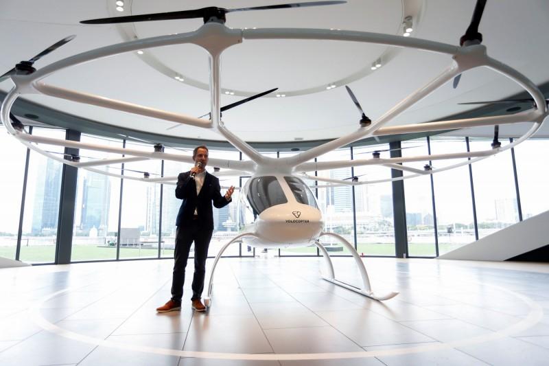 VoloCity配備電池驅動的18個旋轉器,外觀像直升機的無人機,可運載兩名乘客和手提行李,單次飛行距離長達35公里,最高時速110公里。(路透)