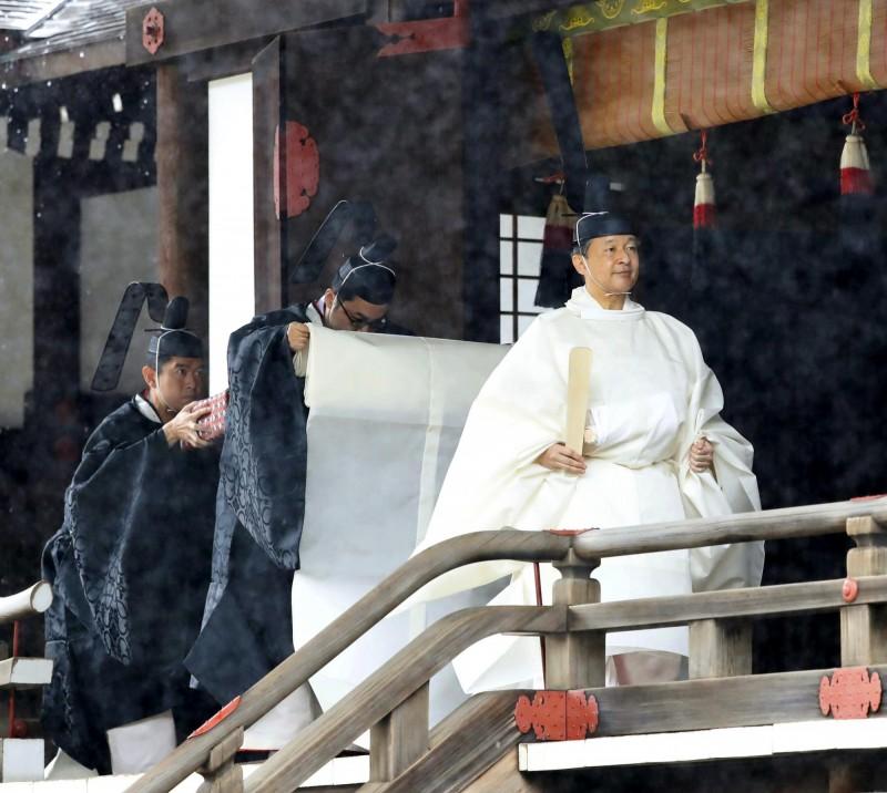 日本天皇登基大典 上午完成三殿之儀
