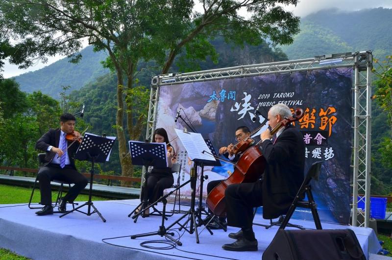 參與2019年太魯閣峽谷音樂節的花蓮交響樂團。(內政部提供)