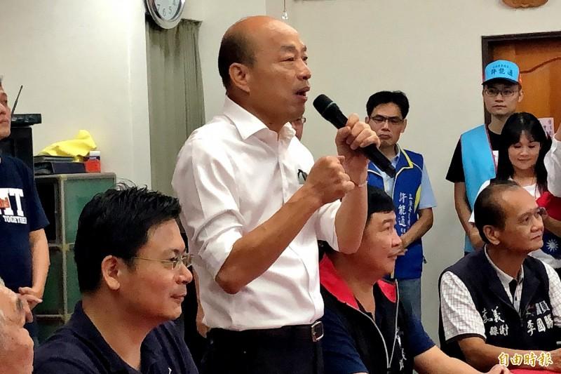 韓國瑜在嘉義中埔允諾,未來台灣高山都要廣設升旗台。(記者許麗娟攝)