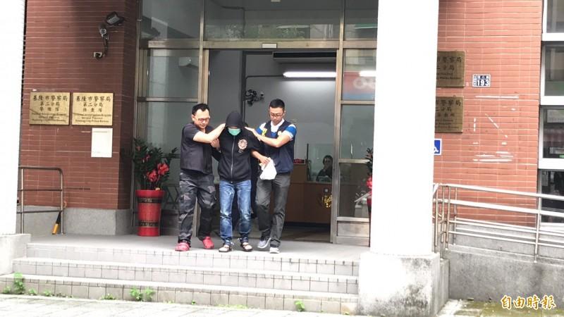 警訊後,將涉嫌進入丁國琳家中行竊的曹姓犯嫌移送基隆地檢署偵辦。(記者吳昇儒攝)