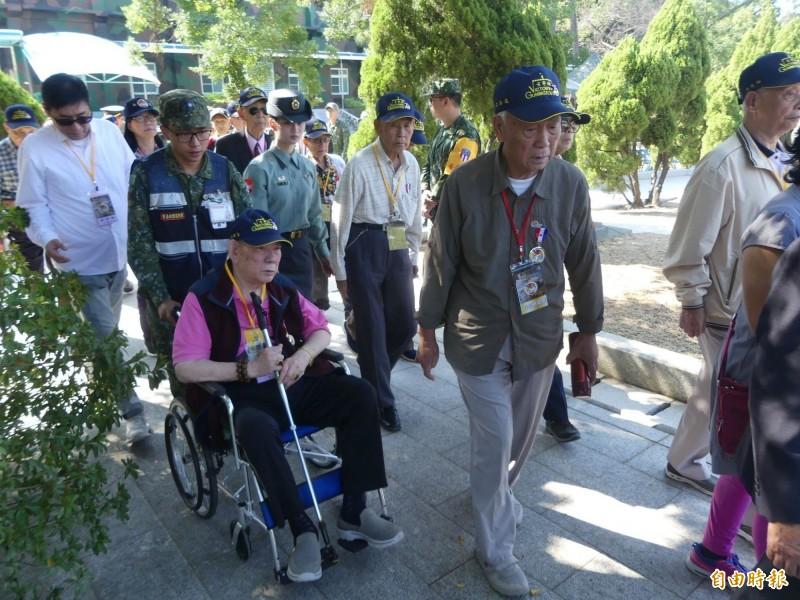 金門辦理「古寧頭戰役70週年紀念活動」,邀請八十七名參戰英雄重返金門。(記者吳正庭攝)