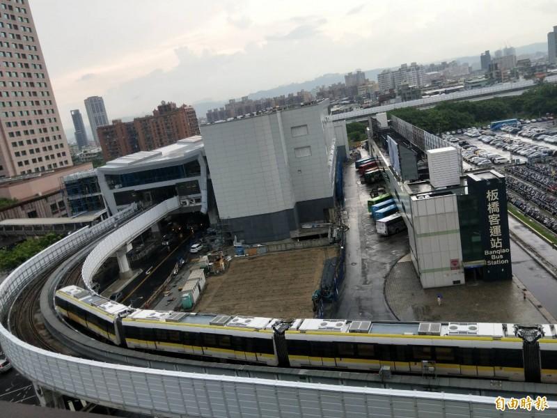 新北市長侯友宜表示,捷運環狀線25日將進行初勘。(記者何玉華攝)