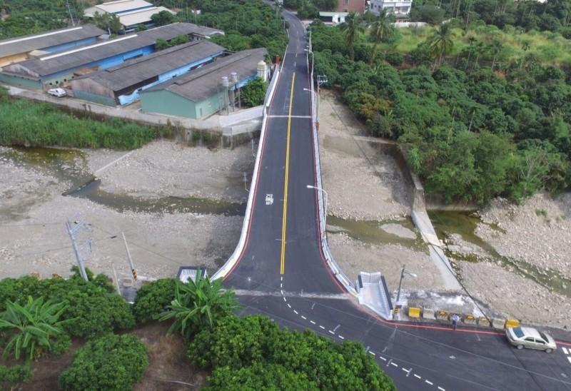 下大雨終於不用再封橋 霧峰峰谷二橋通車