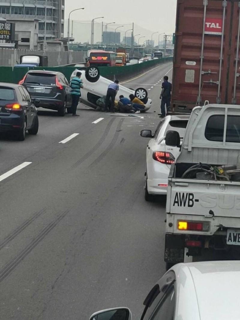 台88快速公路追撞車禍 翻車1傷