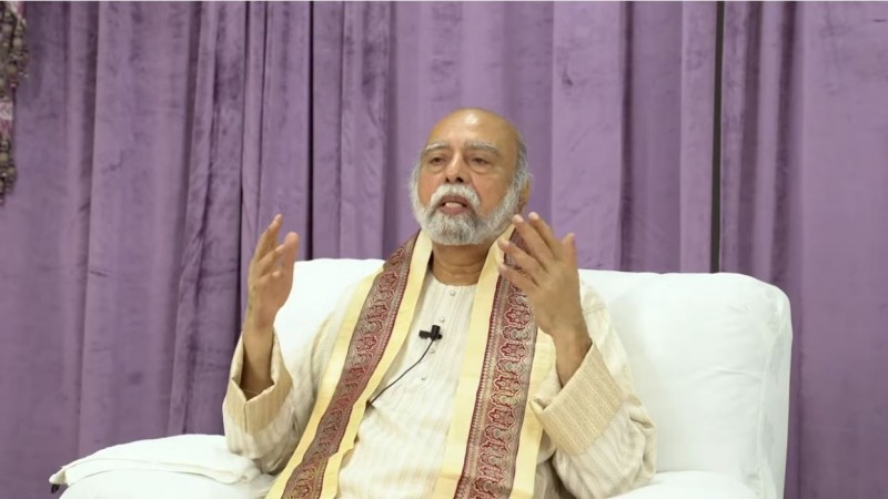 印度靈修大師巴關被控逃稅,警方在他名下多處房產起獲大量現金、黃金等,總價值高達新台幣23億元。(圖取自Sri Amma Bhagavan Youtube)