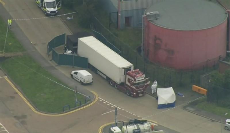英國艾塞克斯郡(Essex)格雷斯地區一輛貨櫃車被發現裝有39具屍體。(美聯社)