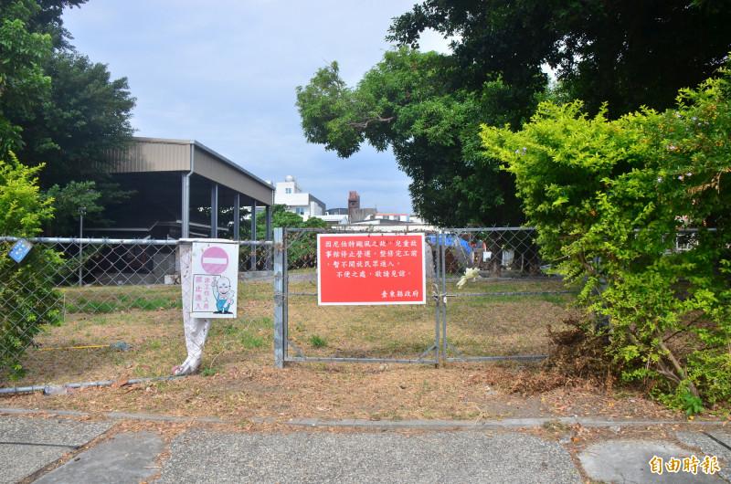 尼伯特颱風重創台東兒童故事館,關館至今不見修復。(記者陳賢義攝)