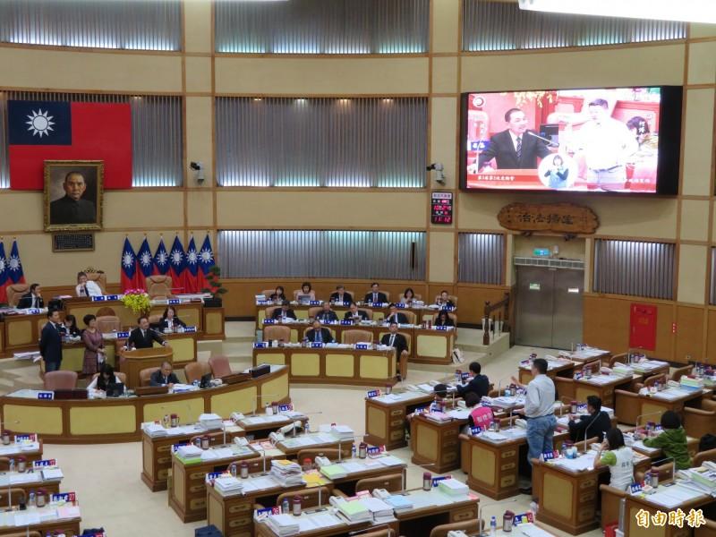 新北市議會民進黨團在市政總質詢時表示,將針對公有土地BOT,提案要求須經市議會同意。(記者何玉華攝)