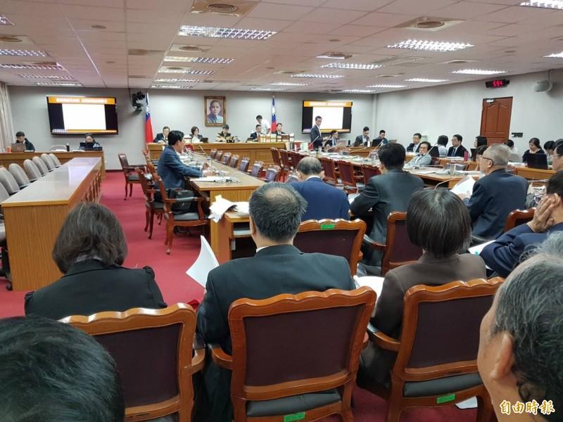 立法院司法及法制委員會今天審查「109年度監察院預算」等案。(記者謝君臨攝)