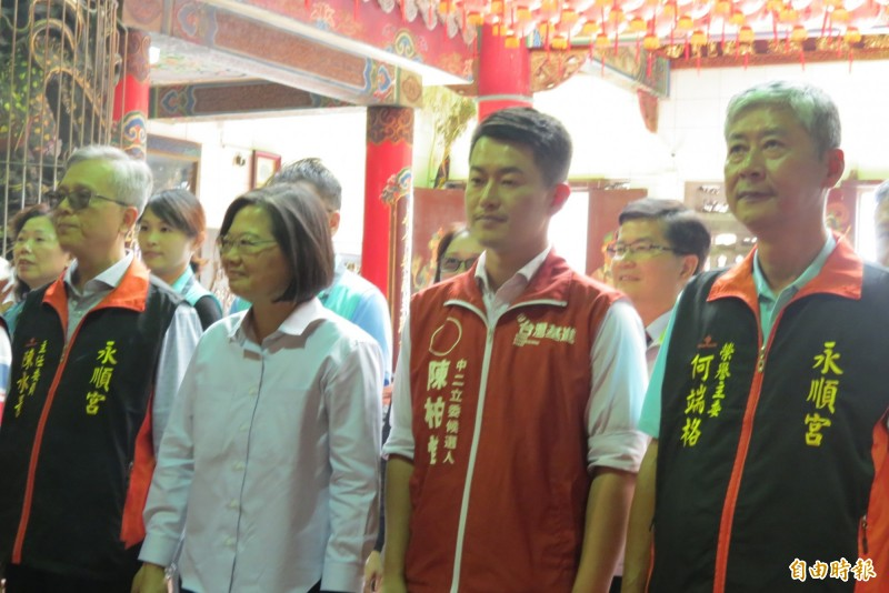 總統蔡英文(左二)22日才來台中市與陳柏惟合體,26日將再度來台中市參加各領域後援會成立。(記者蘇金鳳攝)