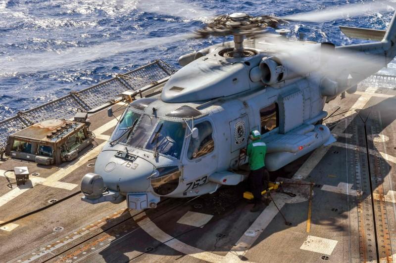 海軍現役反潛直升機戰力急需更新,海軍推出MH-60R海鷹反潛直升機採購案,卻屢次遭否決。圖為MH-60R海鷹反潛直升機。(法新社)