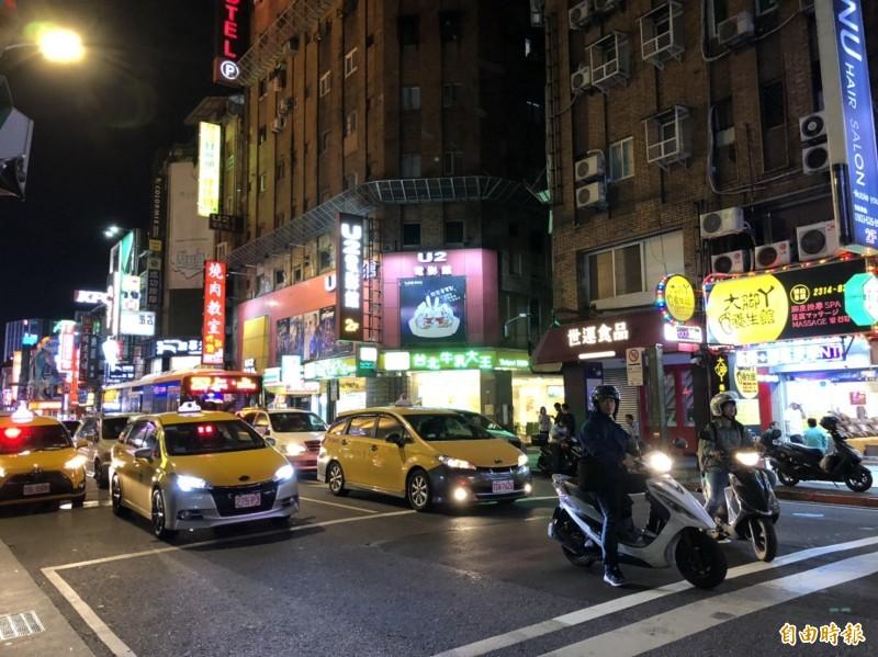 藏身在台北市成都路的男同志按摩店被指控經營色情被警方查辦。(記者王冠仁攝)