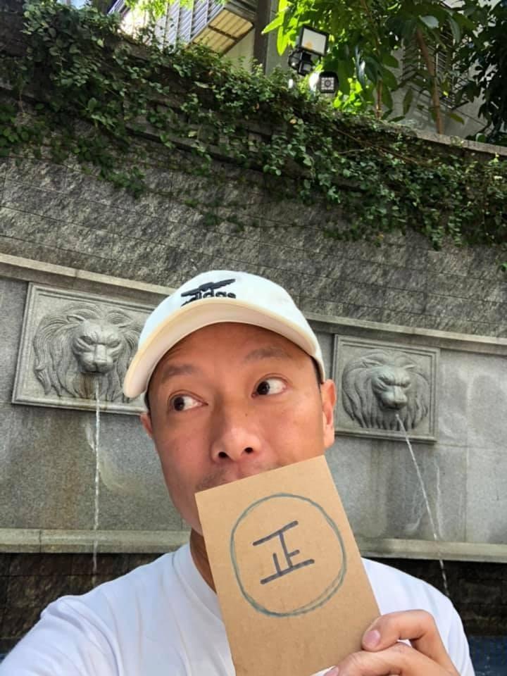 謝祖武發文幽默回應「請認明『正字標記』我是鮮師 不是律師喔」。(圖擷取自臉書)