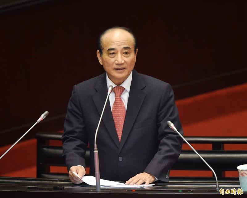 前立法院長、國民黨立委王金平今(25)日進行44年立院生涯最後一次總質詢,發表30分鐘感性演說向國會「珍重再見」。(記者方賓照攝)