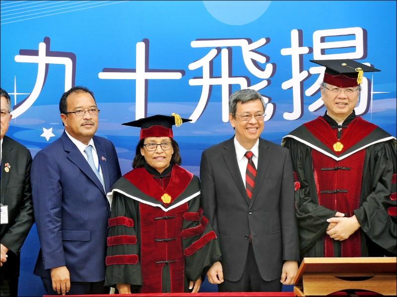 馬紹爾總統海妮 獲頒名譽博士學位