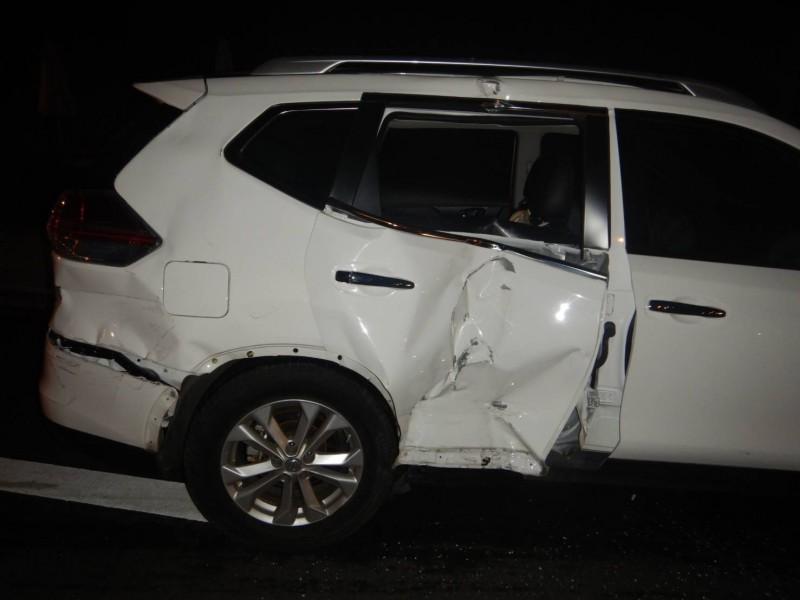 謝男汽車損壞頗嚴重。(記者張瑞楨翻攝)